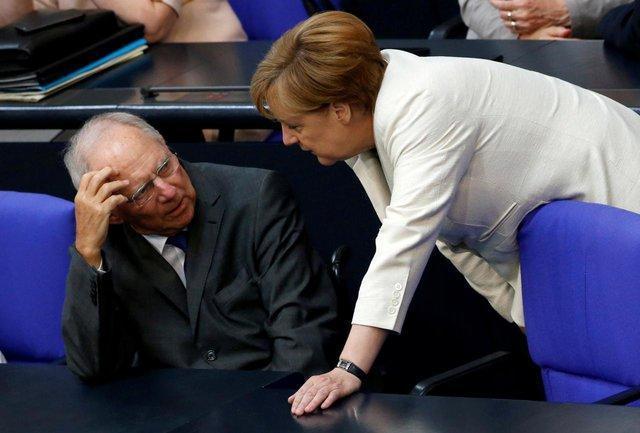 رئیس پارلمان آلمان: صندلی مرکل تضعیف شده است