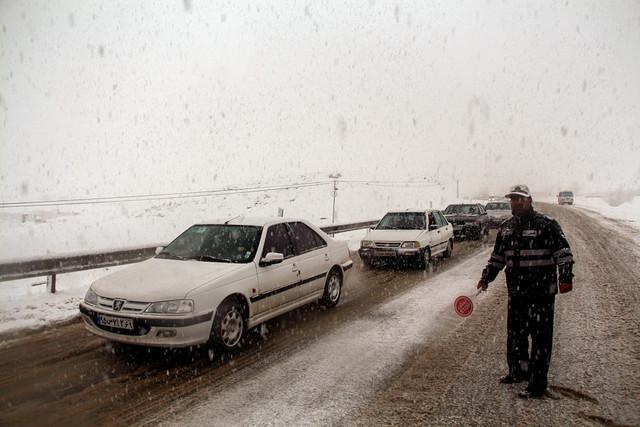 اسکان اضطراری 31 در راه مانده از برف و کولاک البرز