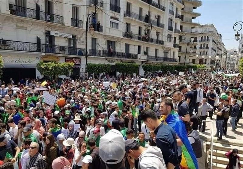 تظاهرات هزاران دانشجوی الجزایری در مقابل کاخ ریاست جمهوری