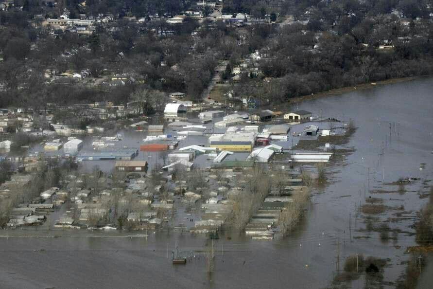 خسارات سیل به دنبال بارش شدید باران در اوکلاهمای آمریکا