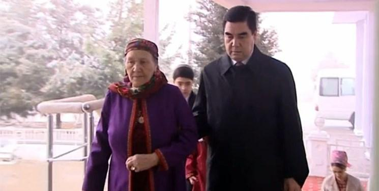 نشست مقامات ترکمنستان برای مبارزه با شایعات بیماری بردی محمداف