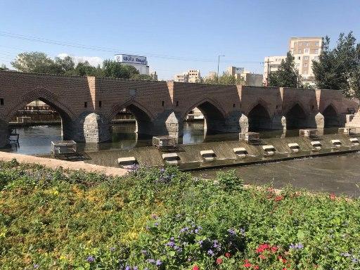 شروع نورپردازی پل تاریخی هفت چشمه اردبیل با اتمام عملیات مرمت