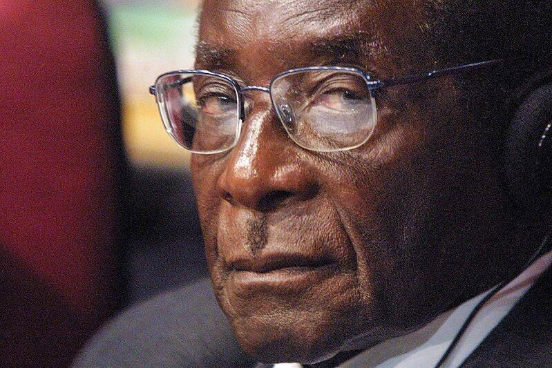 موگابه پس از سه هفته به خاک سپرده شد