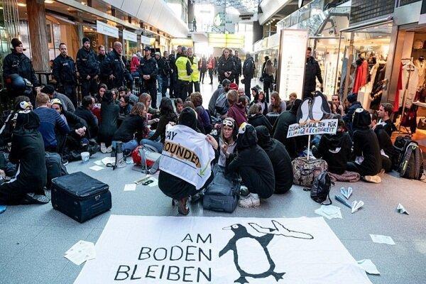 معترضان به انتشار گازهای گلخانه ای در فرودگاه برلین تجمع کردند