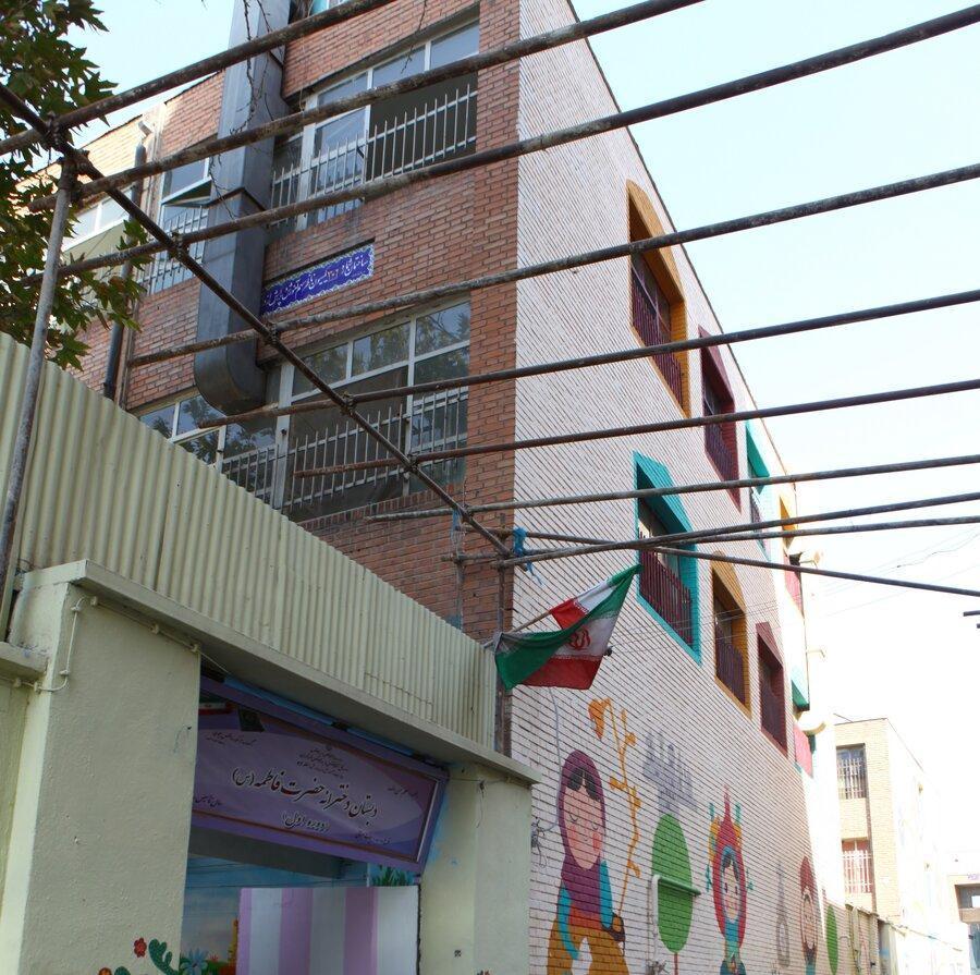 ریزش سقف کلاس درس، دانش آموز را راهی بیمارستان کرد