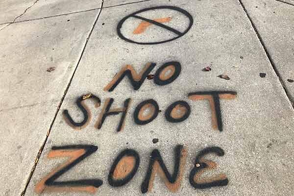 شهردار بالتیمور: فعلا به همدیگر شلیک نکنید ، تخت برای کرونا کم داریم