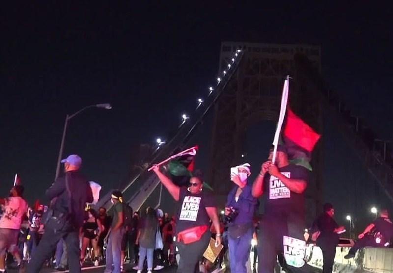 مخالفان نژاد پرستی پل منهتن در نیویورک را بستند