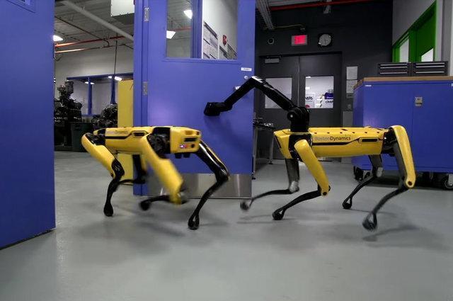 مقاله: گشت زنی سگ رباتیک بوستون دینامیکس در خیابانهای کانادا