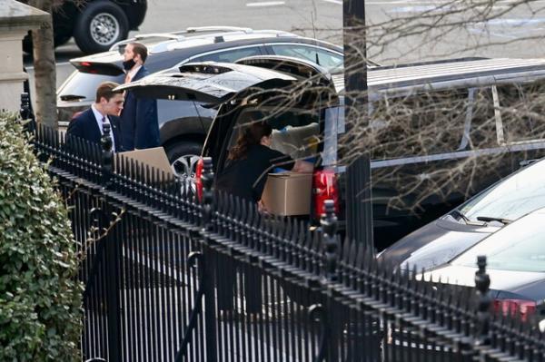 بسته بندی و جمع کردن وسایل ترامپ در کاخ سفید